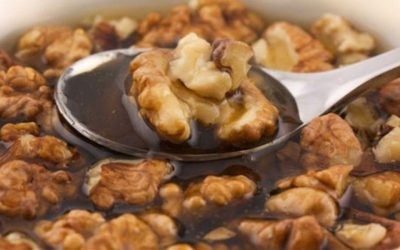 Beneficii ale consumului de nuci. Vezi reteta de nuci cu miere!